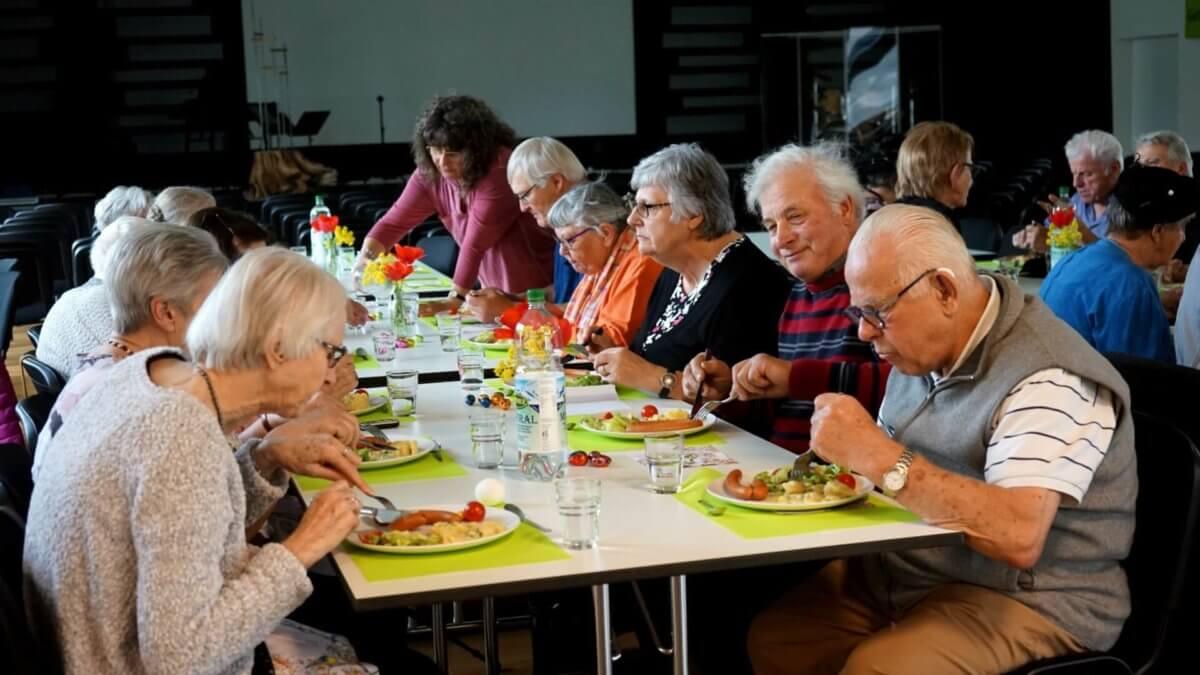 Seniorennachmittag-Nostalgiechörli-Essen